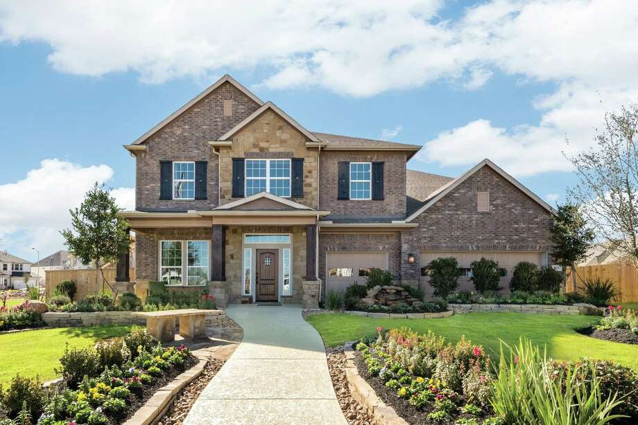 At Cinco Ranch 80' master-planned community Buyers can build from the ground up, or choose one of two move-in showcase homes available now. / Ambia Photography