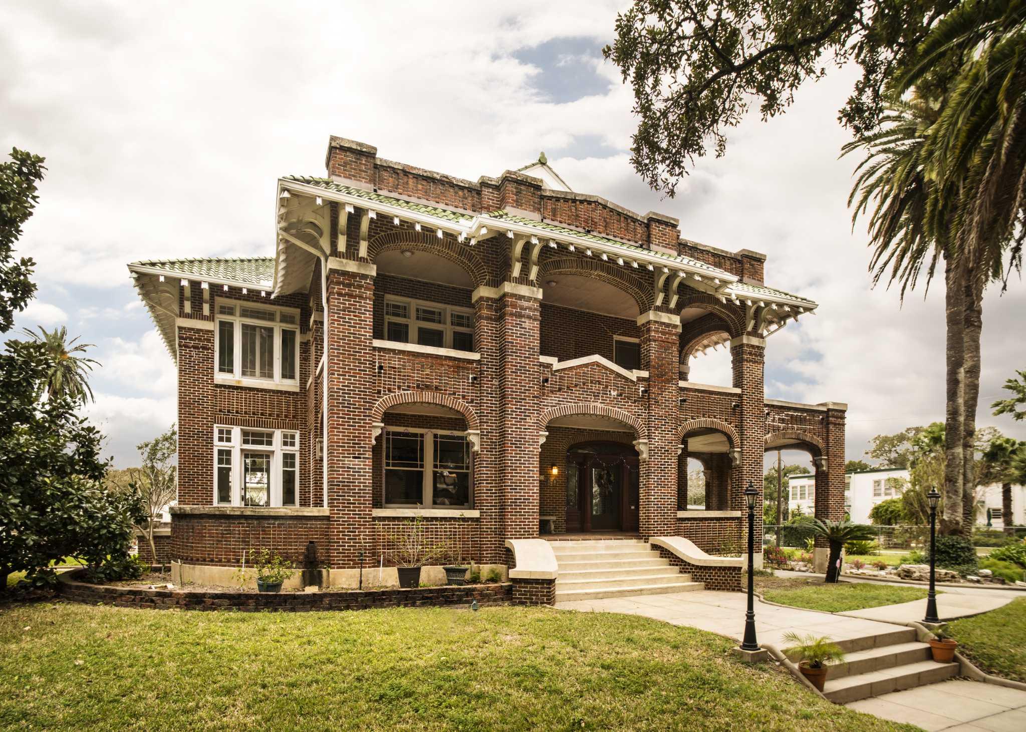 Home tour galveston 39 s guldmann house as grand as ever for Galveston home builders
