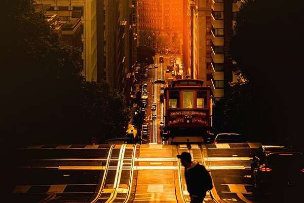 @louisraphael with his take of the Cable Car on California Street in San Francisco.