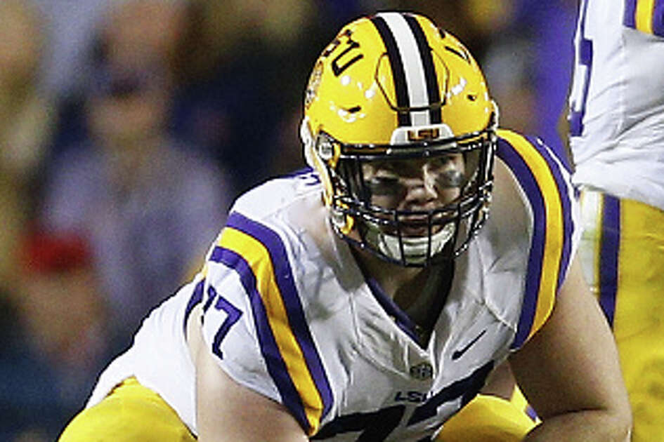 BATON ROUGE, LA - OCTOBER 22:  Ethan Pocic #77 of the LSU Tigers hikes the ball during a game against the Mississippi Rebels at Tiger Stadium on October 22, 2016 in Baton Rouge, Louisiana.  (Photo by Jonathan Bachman/Getty Images)