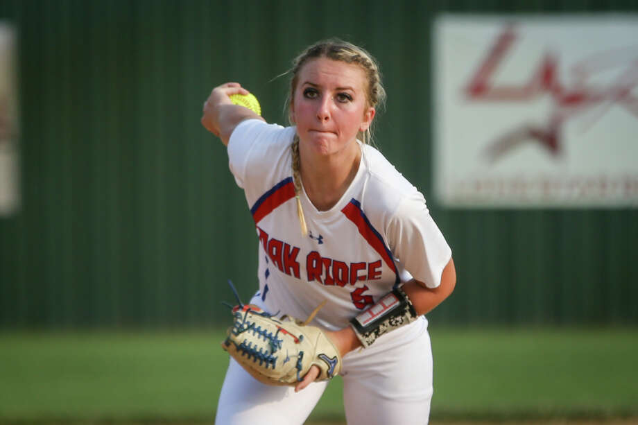 Oak Ridge's Carlie Darnell (5) throws a pitch during the varsity softball game against Mesquite Horn on Friday, April 28, 2017, in Buffalo. (Michael Minasi / Chronicle) Photo: Michael Minasi, Staff Photographer / © 2017 Houston Chronicle