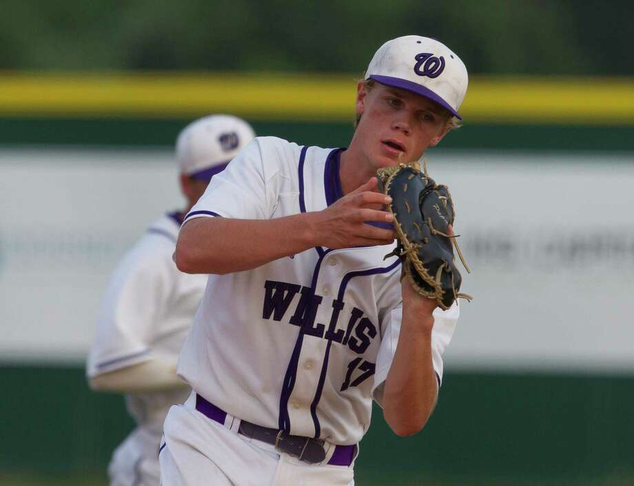 Willis first baseman Beau Grantham (17) catches Corbin Vines' fly ball during the first inning of a District 21-5A high school baseball game, Friday, April 28, 2017, in Willis. Photo: Jason Fochtman, Staff Photographer / © 2017 Houston Chronicle