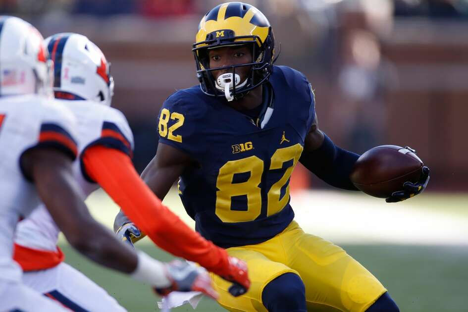ANN ARBOR, MI - OCTOBER 22: Amara Darboh #82 of the Michigan Wolverines looks for running room while playing the Illinois Fighting Illini on October 22, 2016 at Michigan Stadium in Ann Arbor, Michigan. Michigan won the game 41-8. (Photo by Gregory Shamus/Getty Images)