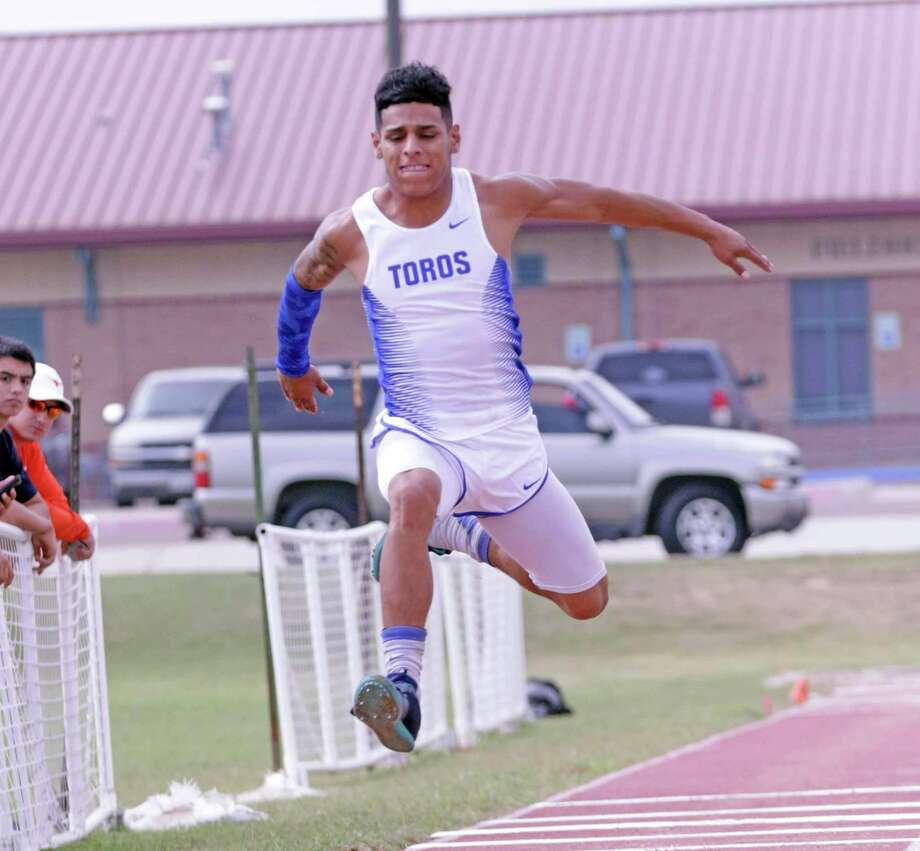 Cigarroa's Antonio De La Torre recorded a 45'11 3/4 in the triple jump to place second and earn a trip to the state meet. Photo: Clara Sandoval /Laredo Morning Times File