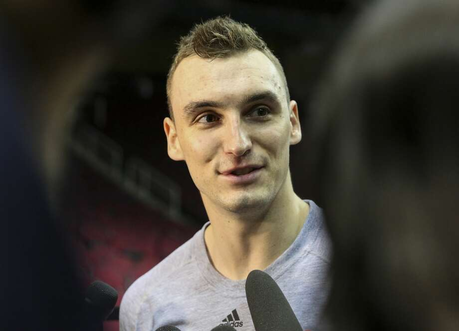Houston Rockets forward Sam Dekker (7) answers questions before returning to practice at Toyota Center Friday, April 28, 2017, in Houston. Dekker will be available for next series against San Antonio Spurs. ( Yi-Chin Lee / Houston Chronicle ) Photo: Yi-Chin Lee/Houston Chronicle