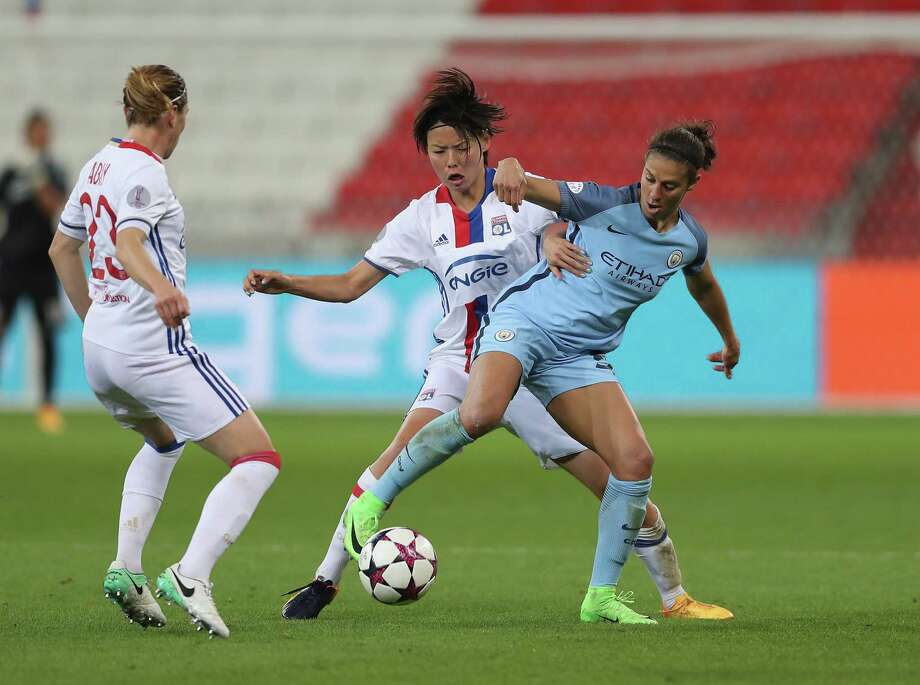 LYON, FRANCE - APRIL 29:  Carli Lloyd of Manchester City battles with Saki Kumagai of Olympique Lyon and Camille Abily of Olympique Lyon during the UEFA Women's Champions League Semi Final second leg match between Olympique Lyon and Manchester City at the Stade de Lyon on April 29, 2017 in Lyon, France. Photo: Christopher Lee, Getty Images / 2017 Getty Images