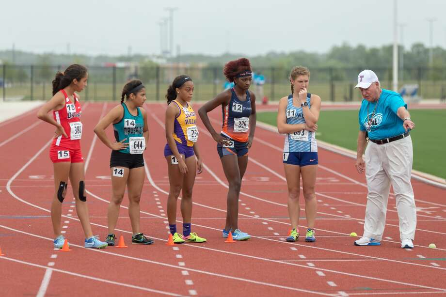 April 29, 2017:  Varsity Girls get ready to run the 800 meter race during the Regional III Track meet at Challenger Stadium in Webster, Texas.  (Leslie Plaza Johnson/Freelance) Photo: Leslie Plaza Johnson/For The Chronicle