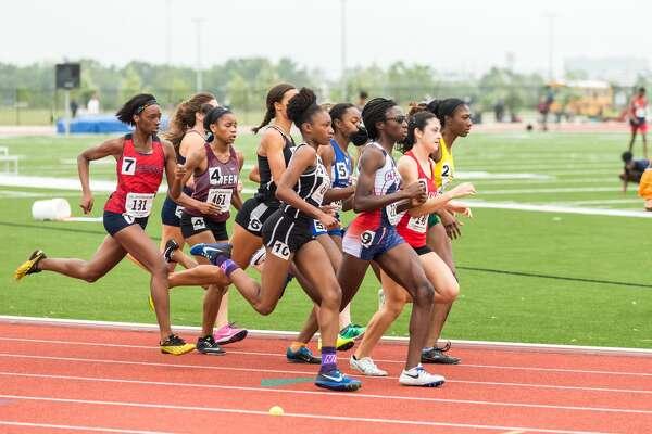 April 29, 2017:  Varsity Girls run the 800 meter race during the Regional III Track meet at Challenger Stadium in Webster, Texas.  (Leslie Plaza Johnson/Freelance)