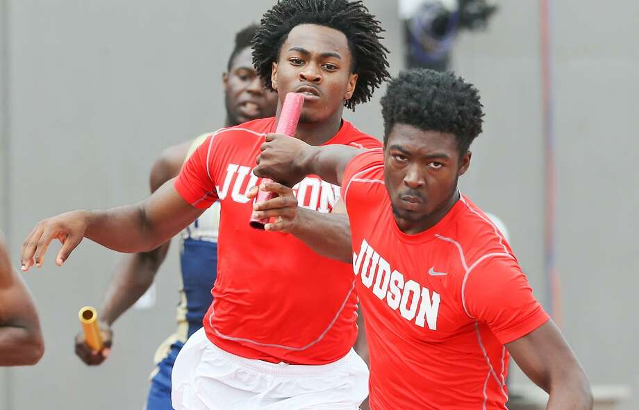 Judson's Shawn Richburg takes the handoff from Chris Mills to start the third leg of the 6A boys 800-meter relay during the Region IV track and field championships at Alamo Stadium on April 29, 2017. Judson swept the relays, winning the 800 with a new regional record time of 1:24.83. Photo: Marvin Pfeiffer /San Antonio Express-News / Express-News 2017