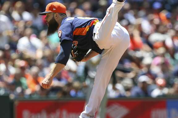 Houston Astros starting pitcher Dallas Keuchel (60) pitches during the fourth inning of the game at Minute Maid Park Sunday, April 30, 2017, in Houston. ( Yi-Chin Lee / Houston Chronicle )