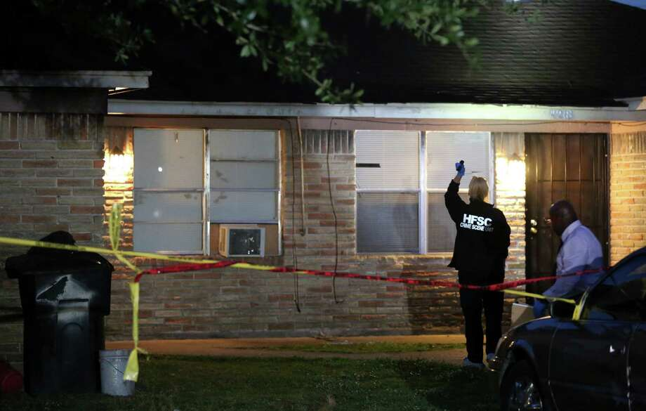 Authorities investigate the scene where a man was fatally shot during a home invasion on the 4200 block of Grassmere Street Monday, May 1, 2017, in Houston. Photo: Godofredo A. Vasquez, Houston Chronicle / Godofredo A. Vasquez