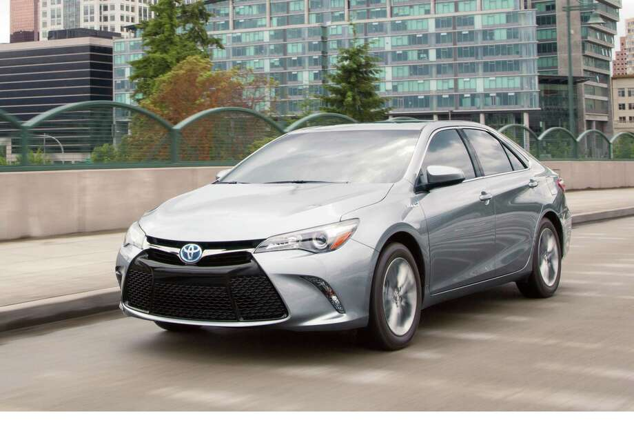 2017 camry hybrid delivers compact mpg midsize comfort houston chronicle. Black Bedroom Furniture Sets. Home Design Ideas