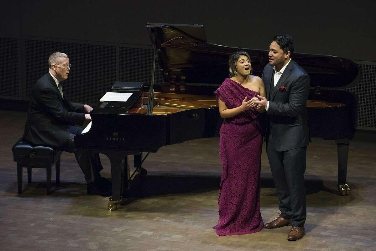 PIanist Warren Jones (l.) accompanies soprano� Amina Edris and tenor Amitai Pati