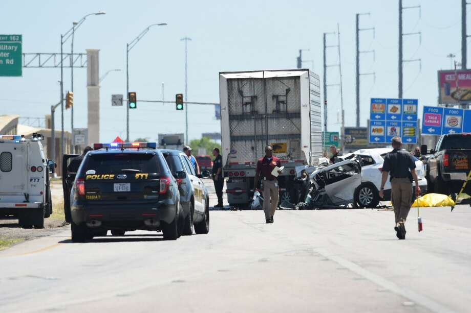 Police are responding to a fatal traffic accident that has shut down an Interstate 35 access road on the Northeast Side on Monday, May 1, 2017. Photo: Caleb Downs