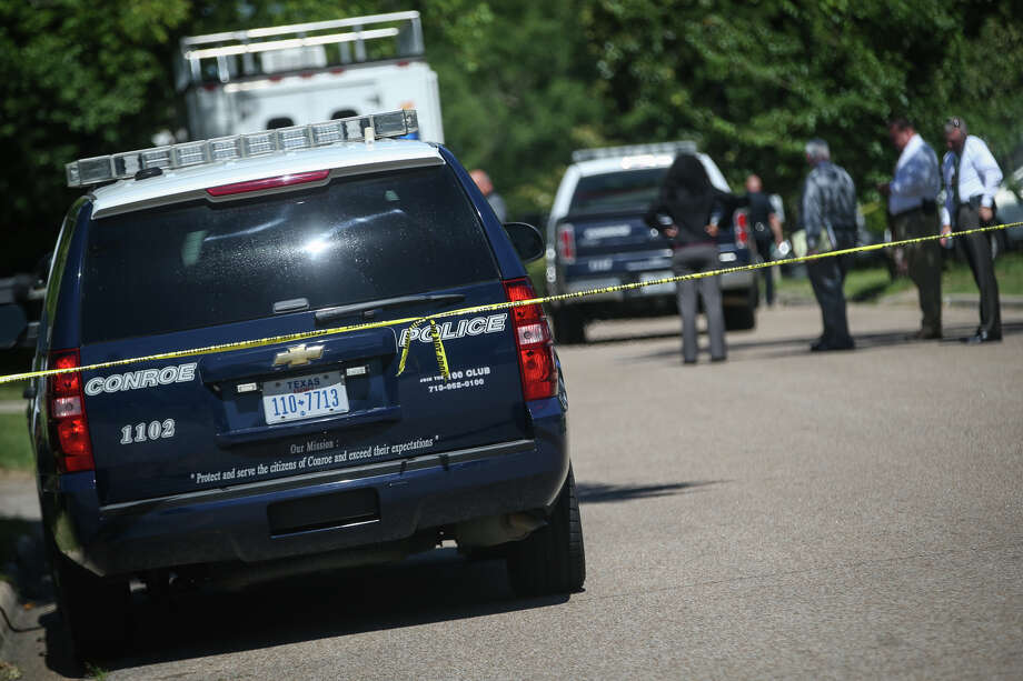 Law enforcement investigate the scene of a shooting on Monday, May 1, 2017, on the 500 block of Hildred Avenue in Conroe. Photo: Michael Minasi/The Courier