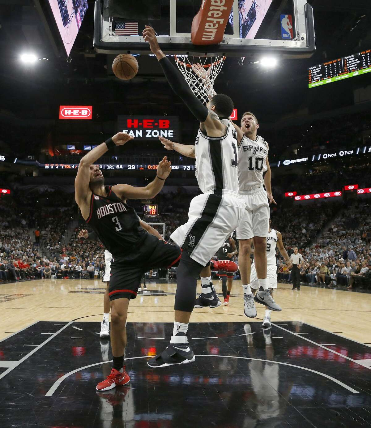 San Antonio Spurs guard Danny Green (14) tries to stop Houston Rockets forward Ryan Anderson (3) during the second half of Game 1 of the second-round of the Western Conference NBA playoffs at AT&T Center, Monday, May 1, 2017, in San Antonio. ( Karen Warren / Houston Chronicle )