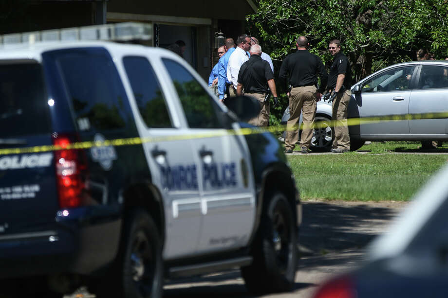 Law enforcement investigate the scene of a shooting on Monday, May 1, 2017, on the 500 block of Hildred Avenue in Conroe. Photo: Michael Minasi, Staff Photographer / © 2017 Houston Chronicle