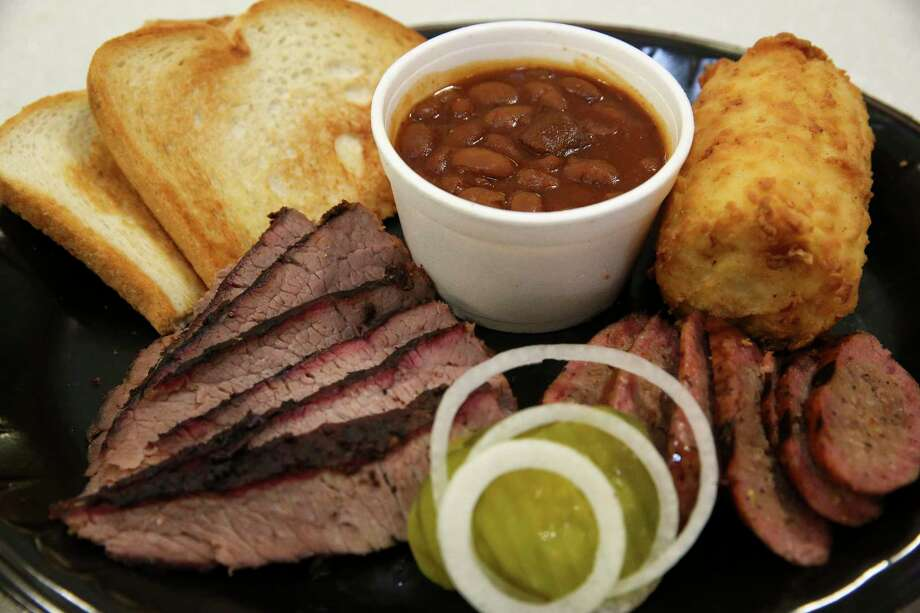 Ray's BBQ Shack's two meat combo, with sausage and brisket, is photographed at Ray's BBQ Shack at George Bush Intercontinental Airport Terminal B. Photo: Yi-Chin Lee, Houston Chronicle / © 2017  Houston Chronicle