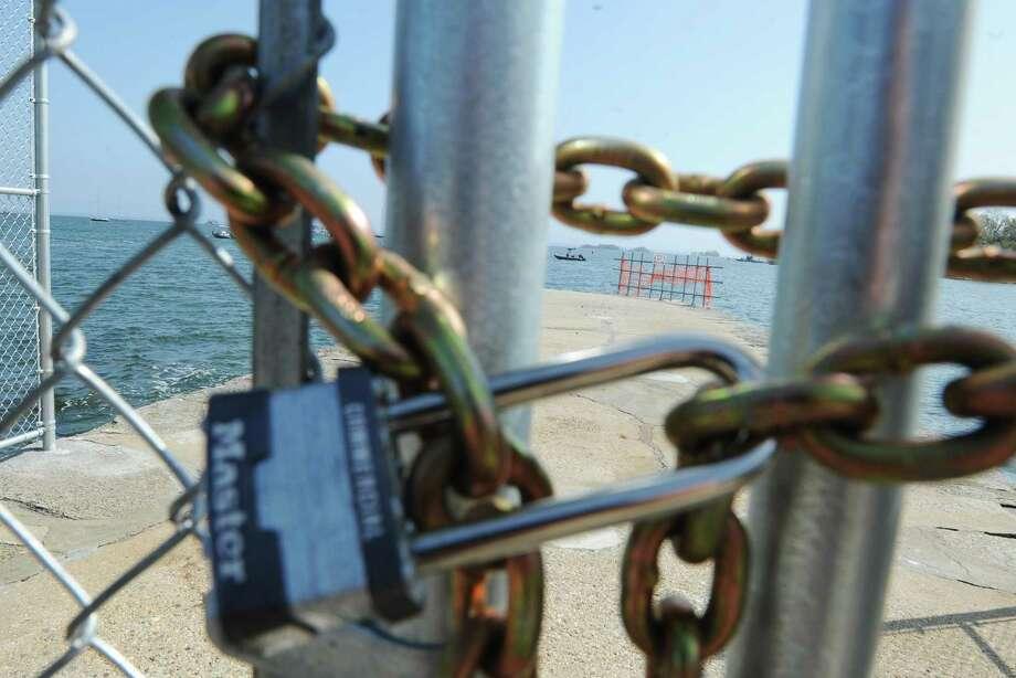 Steamboat road pier in greenwich is closed laredo for Long island sound fishing spots