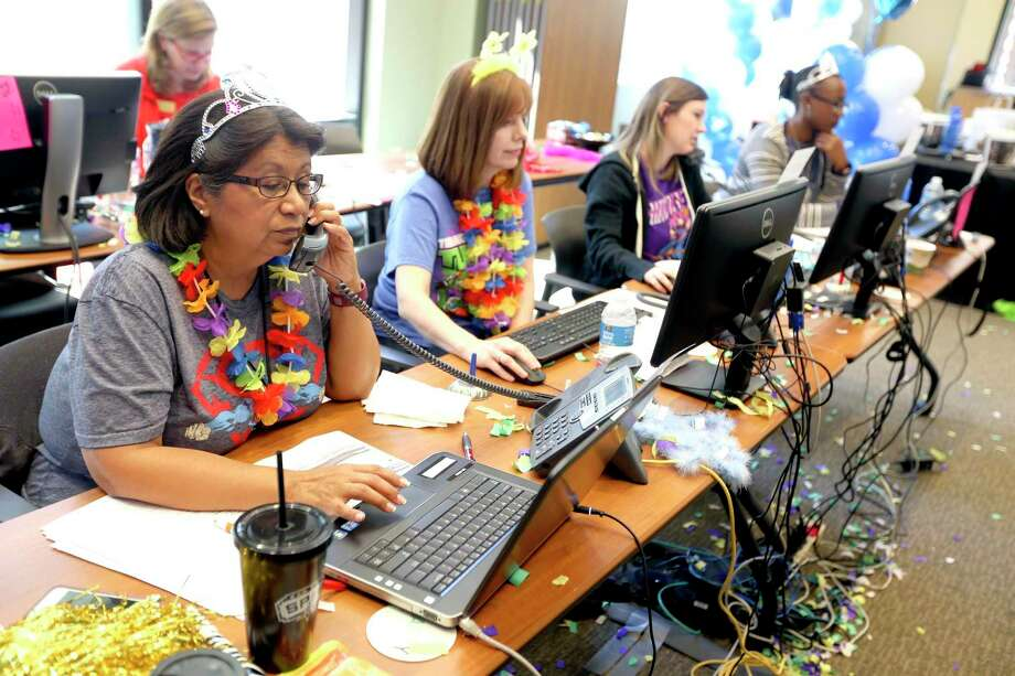 Last year, volunteers at the San Antonio Area Foundation attempted to answer donors' and nonprofits' questions about a computer breakdown during the Big Give. This year, the fundraiser is using a new platform to avoid problems. The Big Give is Thursday. Photo: William Luther /San Antonio Express-News / © 2016 San Antonio Express-News