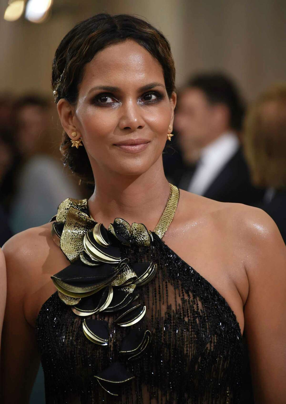 Halle Berry attends The Metropolitan Museum of Art's Costume Institute benefit gala celebrating the opening of the Rei Kawakubo/Comme des Garcons: Art of the In-Between exhibition on Monday, May 1, 2017, in New York. (Photo by Evan Agostini/Invision/AP) ORG XMIT: NYET166