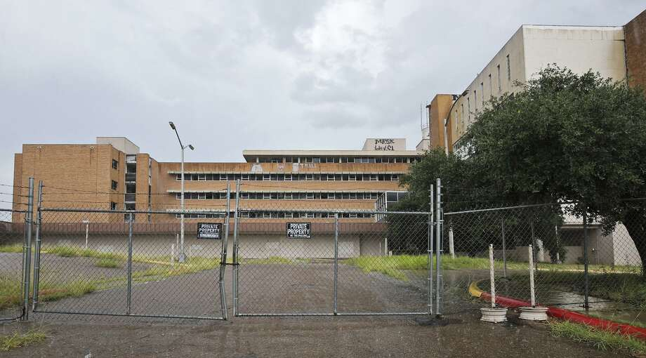 La vista exterior del deterioriado antiguo hospital Mercy ubicado en 1515 Logan Ave. Photo: Laredo Morning Times / Laredo Morning Times