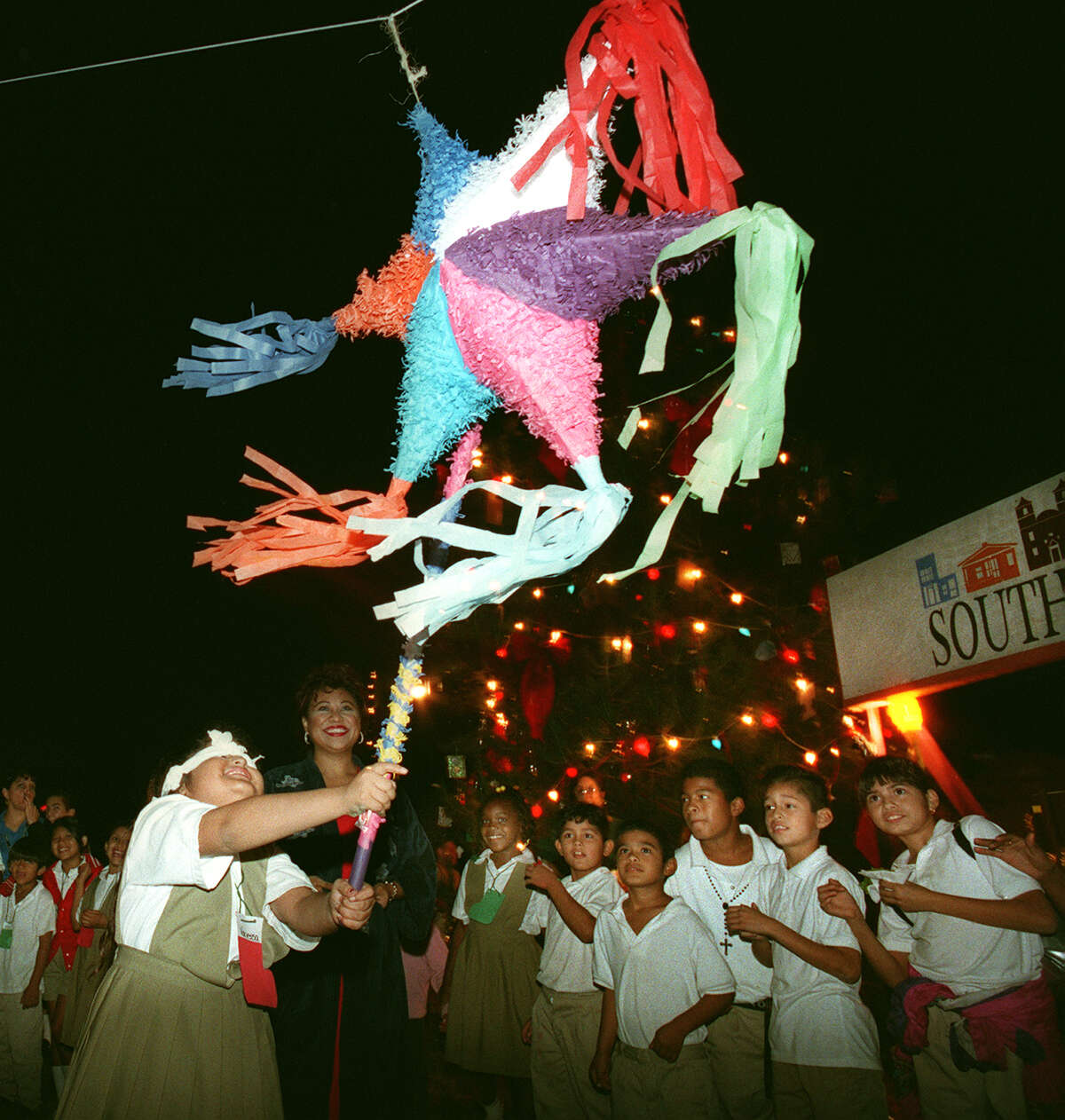 Piñatafest Two day event in the East End. 6 p.m. Friday: Warehouse pop-up party featuring Ballet Folklorico Azteca, Heaven-Lee Acosta-Mariachi and Boricua Soul DJ at 3118 Harrisburg. 10 a.m. Sunday: Piñatas on the Esplanade Sculpture Competition, featuring Mariachi Rebelde, piñata making, breaking and more. Free.