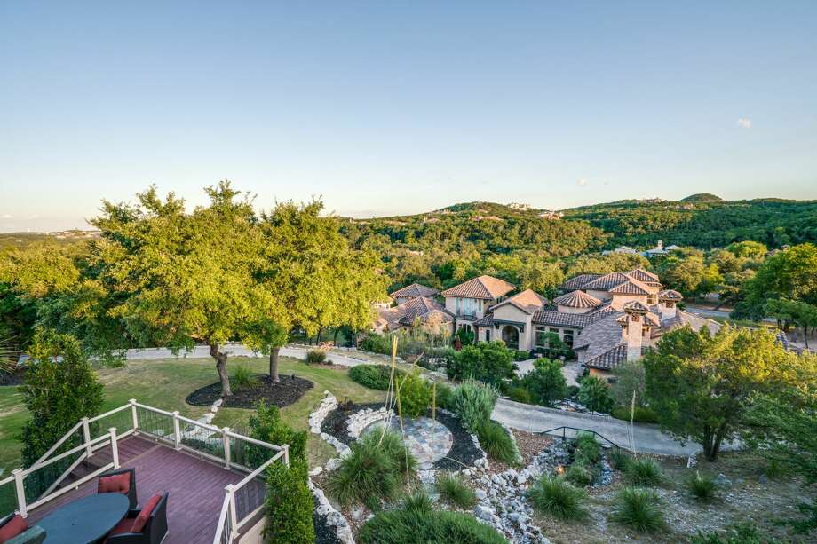 Future buyers of a Boerne listing will win home court advantage when they sign on the dotted line for a property boasting brag-worthy digs including a San Antonio Spurs-inspired gym. Photo: Courtesy, Phyllis Browning Co.