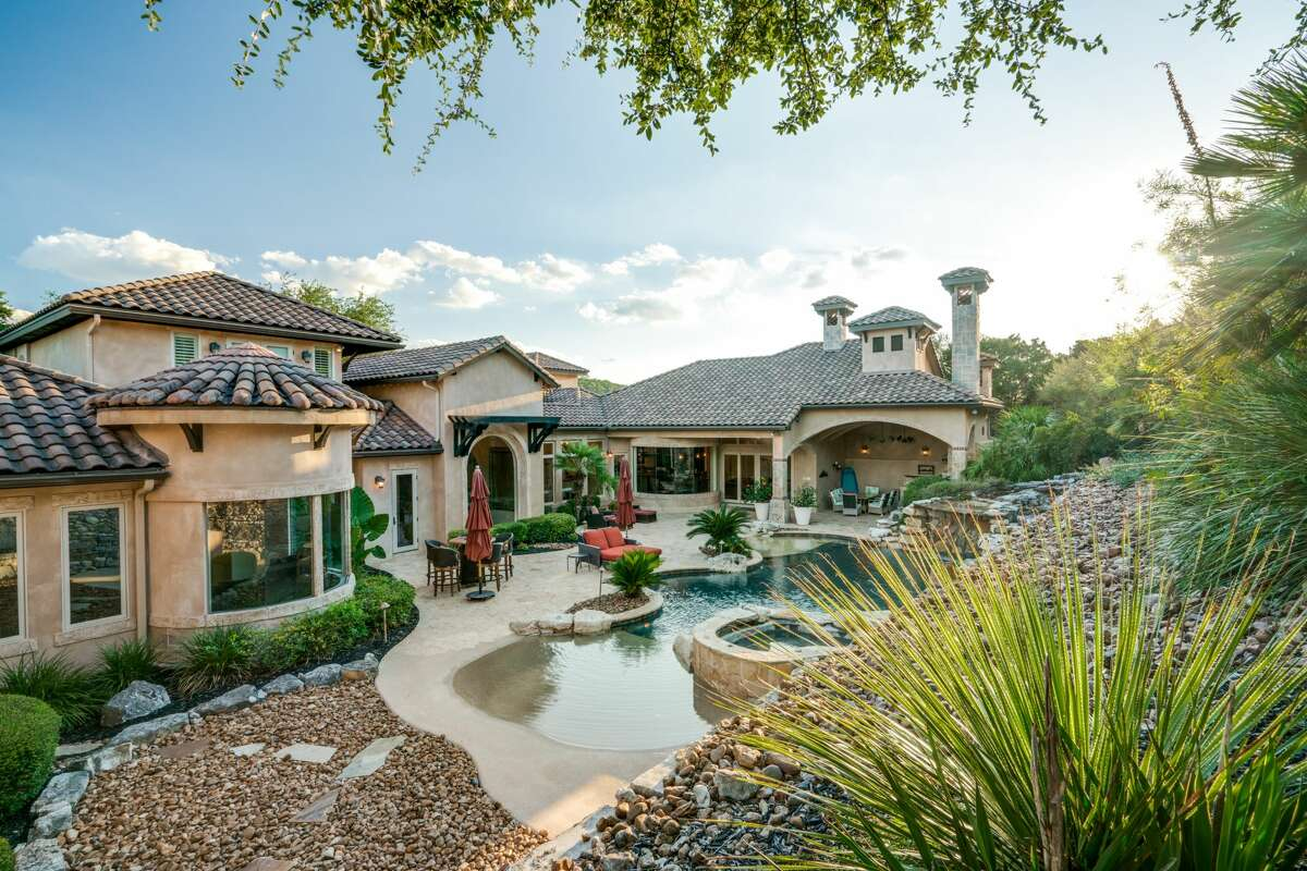 Future buyers of a Boerne listing will win home court advantage when they sign on the dotted line for a property boasting brag-worthy digs including a San Antonio Spurs-inspired gym.