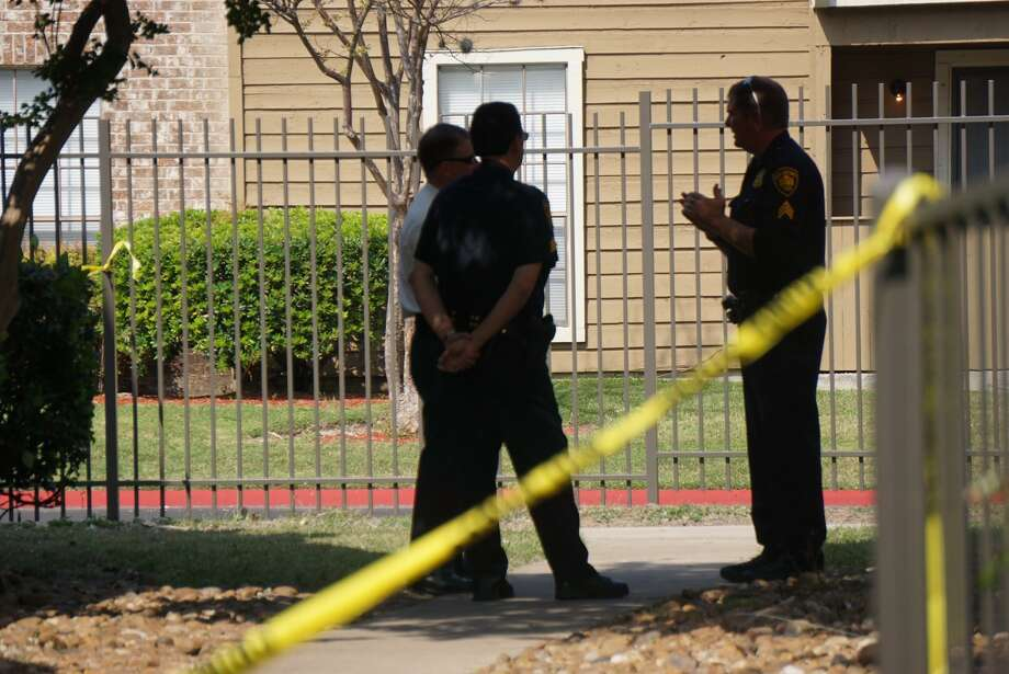 A couple was found shot to death in an apartment in the 11000 block of Braesview May 3, 2017. Photo: Jacob Beltran