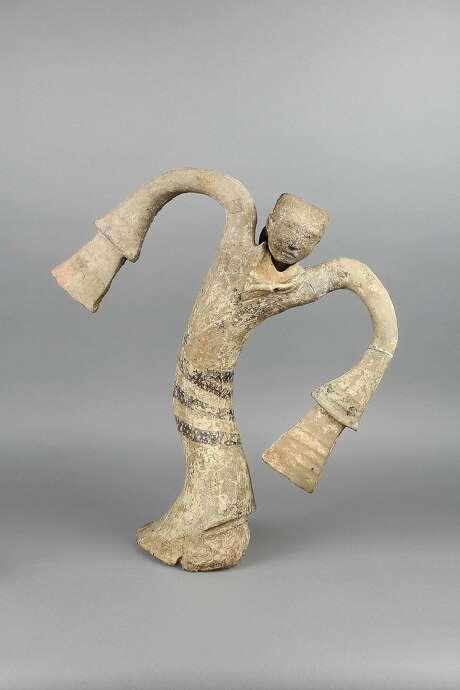 Dancer figurine, unearthed from the Tomb of the King of Chu, Tuolan Mountain, Xuzhou, Jiangsu (2nd century B.C.) Photo: Xuzhou Museum