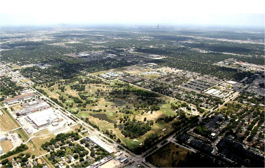 Meritage and MetroNational want to develop the former Pine Crest golf course into 800 single-family houses. Photo: Courtesy Of Meritage Homes