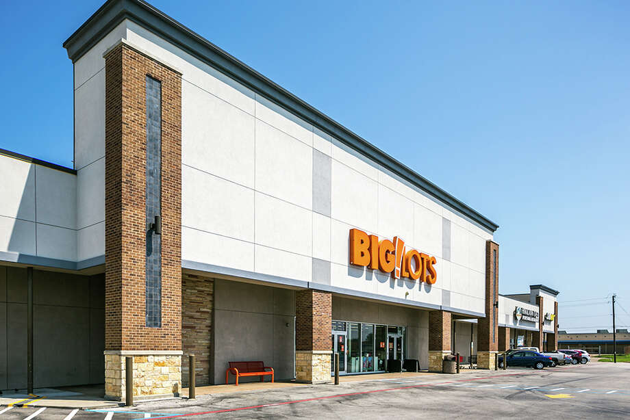 Weingarten Realty has sold the 100-percent leased Broadway Shopping Center on Broadway Avenue in Galveston. HFF handled the sale. Photo: Mabry Campbell, HFF / Copyright 2016 Mabry Campbell