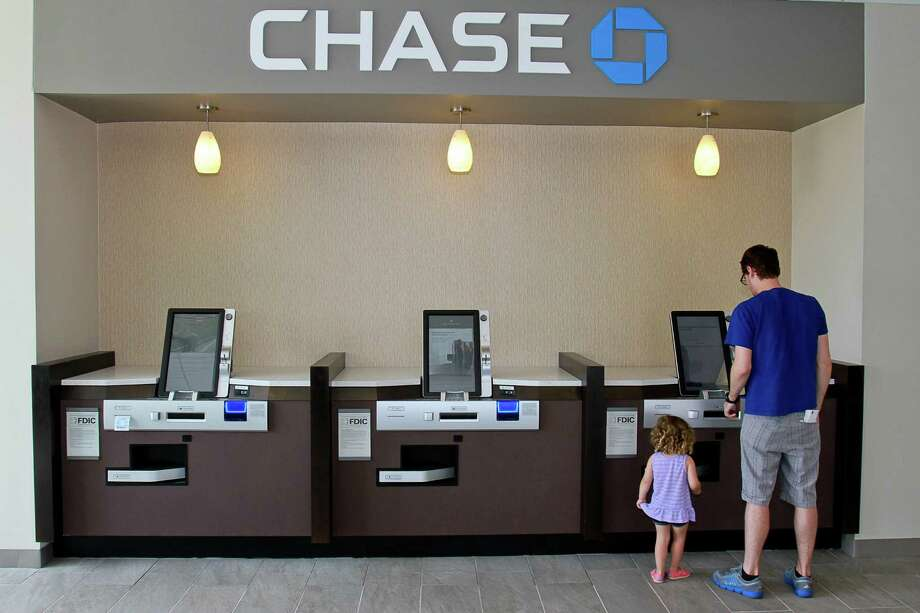The number of bank branches continues to fall as more consumers opt to handle their financial matters online or through smartphone apps. (For the Chronicle/Gary Fountain, May 22, 2015) Photo: Gary Fountain, Freelance / Copyright 2015 by Gary Fountain