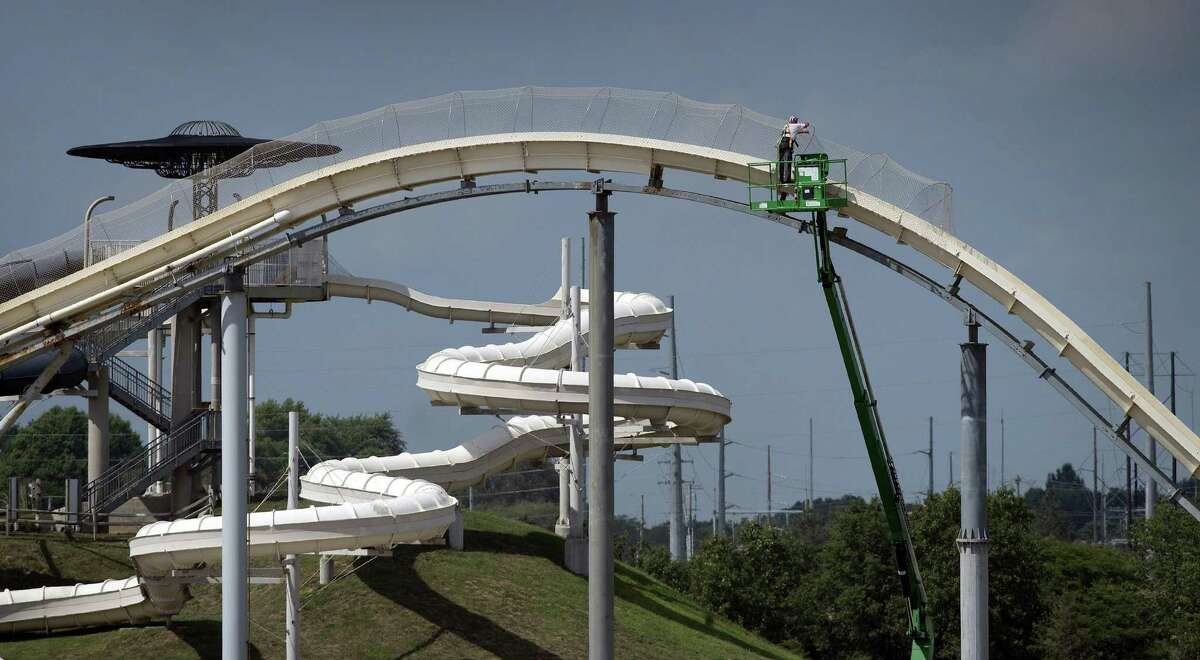 In November 2016, Schlitterbahn officials announced their intent to demolish the waterslide.