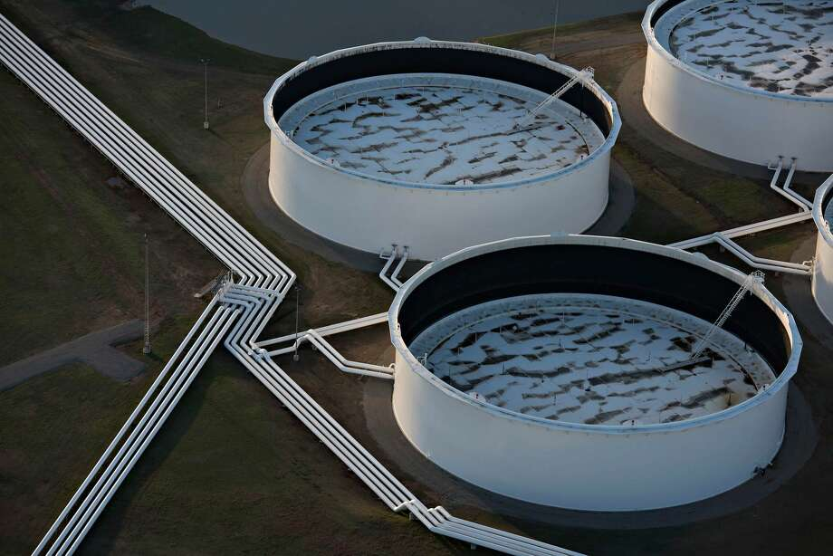 Oil storage tanks in Cushing, Okla. Photo: Daniel Acker/Bloomberg)