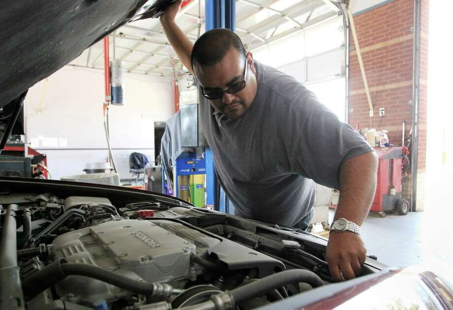 Johnny Pulido, a state vehicle inspector, performs an inspection in Houston in 2016. A bill that would end those inspections passed in the Senate on Thursday and now heads for the House. Photo: Jon Shapley Billy Smith /Houston Chronicle / © 2015  Houston Chronicle