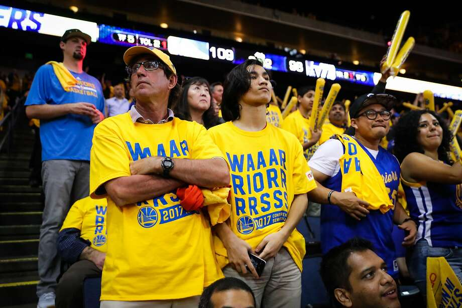 Charlie Thompson (center) and Chip Thompson (right) joins fans cheering during the fourth quarter of Game 2 of the Warriors' 115-104 victory over the Utah Jazz at Oracle Arena. Photo: Gabrielle Lurie, The Chronicle