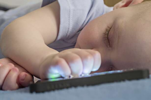 The American Academy of Pediatrics recommends that parents keep children 18 months and under away from screen.