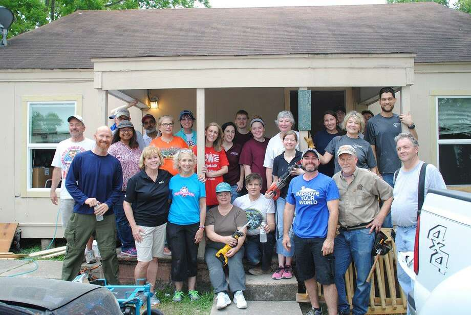 Members of the Houston Remodelers Council volunteered at an Agape Development Gateway House. Photo: Courtesy Of Terry Swenson