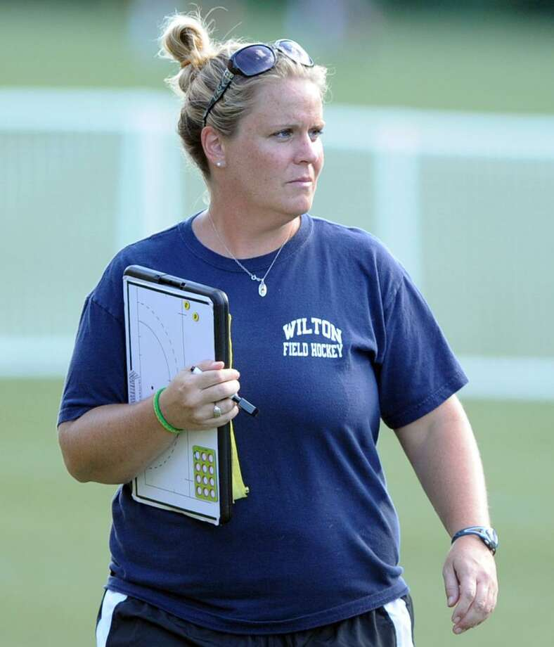 Wilton girls field hockey coach Deirdre Hynes during a scrimmage at Greenwich Academy in 2013. Photo: Bob Luckey / Hearst Connecticut Media / Greenwich Time