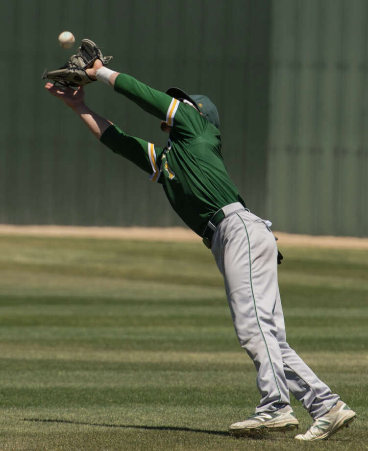 Midland College's Riley King stretches to grab the shallow pop fly 5/05/17 against Odessa College in Odessa. Tim Fischer/Reporter-Telegram Photo: Tim Fischer/Midland Reporter-Telegram