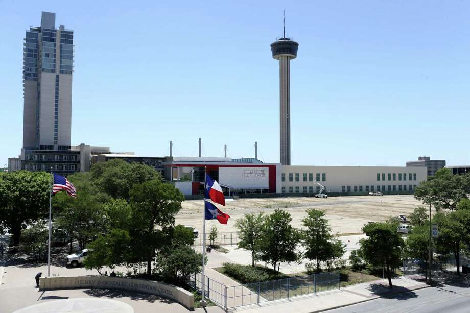 In February, City Council voted to lease 5.5 acres of land at Hemisfair's northwest corner to Zachry Corp., which plans to build an office tower, a hotel and retail. Another developer NRP Group, will build an apartment complex. Photo: JERRY LARA /San Antonio Express-News / © 2017 San Antonio Express-News