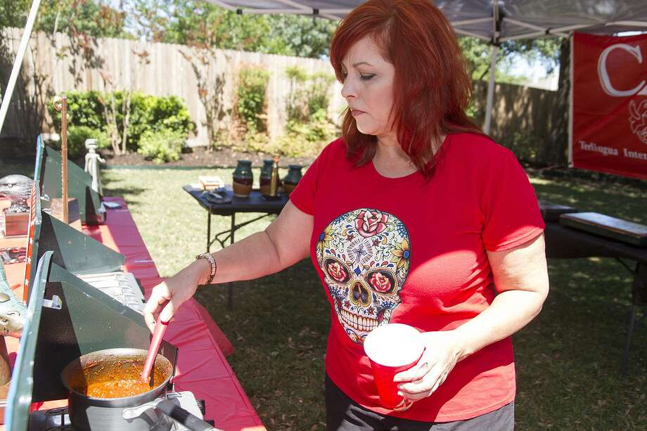 Dianne Edmonson Lewis serves chili at her sister Terry Edmonson Foresman's home. Photo: Alma E. Hernandez / For The Express-News