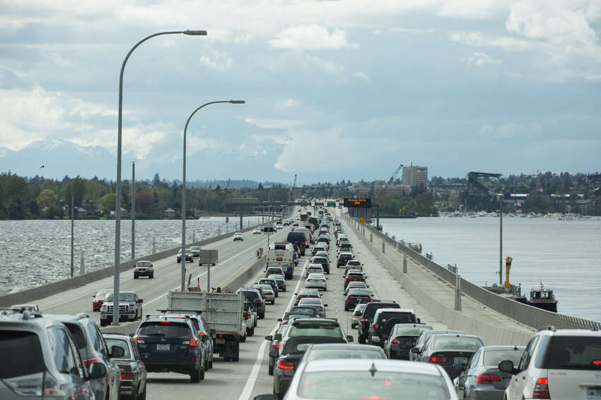 Seattleites have increasingly grown used to making longer and longer treks to get to work in the city. Where driving from West Seattle once seemed genuinely far, now a commute from Lynnwood -- or even Everett -- is becoming common. A new report from Apartment List details just how many people are making extra long commutes -- 90 minutes or more, the so-called super commute -- in Seattle and other major cities. We've gathered Seattle and the top 10 cities here, with the percentage of commuters who make the long trek and the total number of those commuters. Seattle Share of super commuters: 3.3 percent Number: 60,810