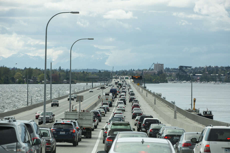 Heading west during rush hour on Washington State Route 520 on Friday, May 5, 2017. Photo: GRANT HINDSLEY, SEATTLEPI.COM / SEATTLEPI.COM