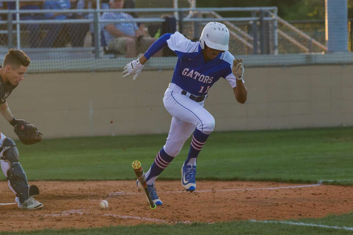 May 5, 2017: Dickinson's Kameron Johnson makes a dash for first base during the Region 3 Bi-district playoff game between the Brazoswood Buccaneers and Dickinson Gators in Dickinson, Texas. (Leslie Plaza Johnson/Freelance)