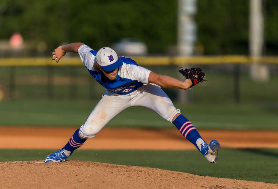 May 5, 2017:  Dickinson starting pitcher Brian Dawson lead the Gators to victory in the first of a 3-game series against the Brazoswood Buccaneers in the Region 3 Bi-district playoff game in Dickinson, Texas.  (Leslie Plaza Johnson/Freelance) Photo: Leslie Plaza Johnson/For The Chronicle