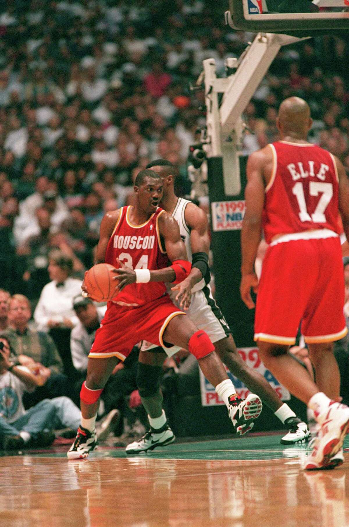 05/22/1995 - Houston Rocket center Hakeem Olajuwon is defended by Spurs David Robinson in a NBA playoffs game against the San Antonio Spurs in May 22, 1995.