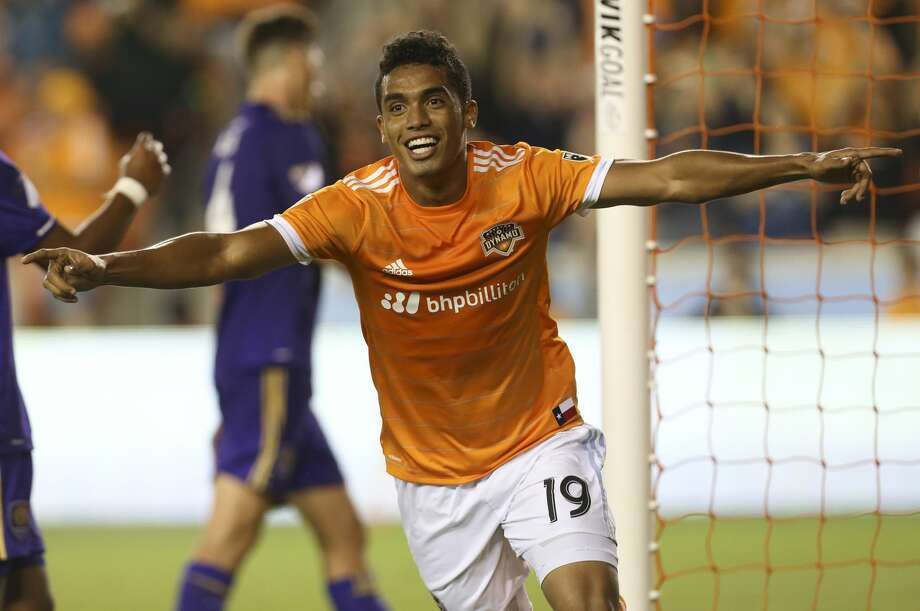 Houston Dynamo forward Mauro Manotas (19) celebrates his second goal of the night during the second half of the game at BBVA Compass Stadium Saturday, May 6, 2017, in Houston. Manotas scored twice on Saturday and helped the Houston Dynamo defeating the Orlando City SC 4-0. ( Yi-Chin Lee / Houston Chronicle ) Photo: Yi-Chin Lee/Houston Chronicle